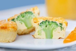 Briose aperitiv cu broccoli