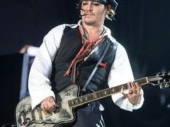 Johnny Depp vine in Romania!