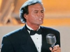 "Julio Iglesias include Romania in turneul ""2012 World Tour"""