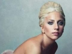 Lady GaGa intra in silenzio stampa