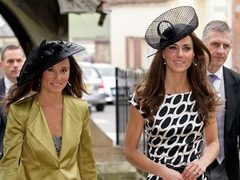 Cum aratau Kate si Pippa Middleton in copilarie
