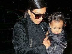 Kim Kardashian si micuta North, in tinute asortate. Hot or Not?