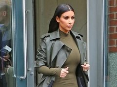 Kim Kardashian, intr-o tinuta de inspiratie military. Hot or Not?