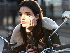 Kendall Jenner, cel mai popular model in 2014. Le-a intrecut pe Cara Delevigne si Kate Moss
