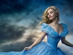 Lily James are silueta de invidiat a unei adevarate printese Disney
