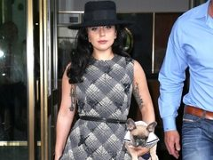 Lady Gaga readuce colantii in trend. Hot or Not?