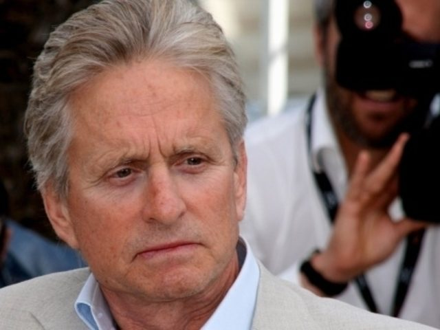 Michael Douglas a mintit: 'Nu am cancer la gat!'